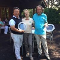 Ping-Yang Lee und Michael Francziski mit Spielführerin Renate Tegeler
